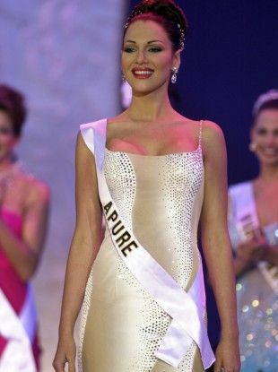 Eva Ekvall competes in the Miss Venezuela 2000 beauty contest in Caracas