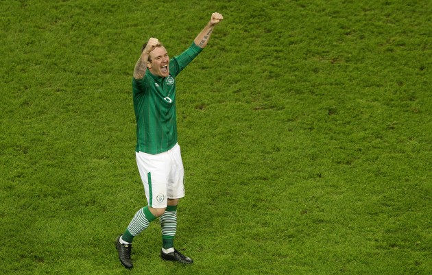 Glenn Whelan celebrates 15/11/2011