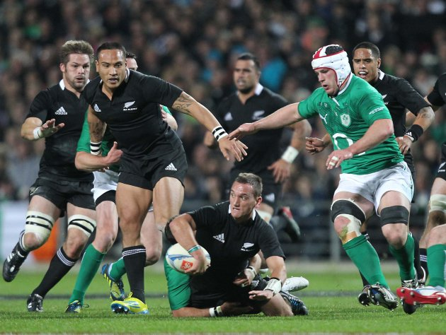 Aaron Cruden supported by Hosea Gear and Richie McCaw as Sean O'Brien moves in 23/6/2012