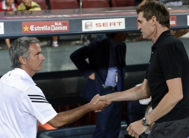 Mourinho and Vilanova shake before the first leg. 