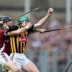 Kevin Hynes can't prevent Henry Shefflin from gaining possession.