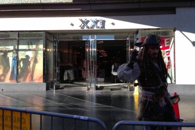 to-the-right-of-the-carpet-there-is-a-forever-21-clothing-store-and-johnny-depp-look-a-like-from-pirates-of-the-caribbean