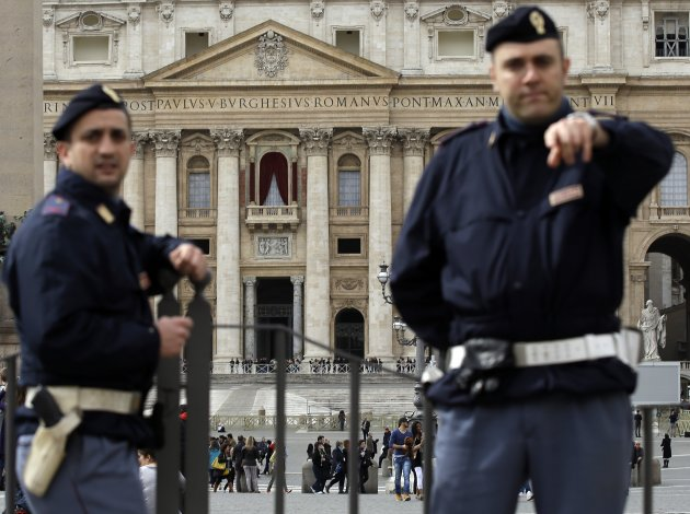 Vatican Crowd Control